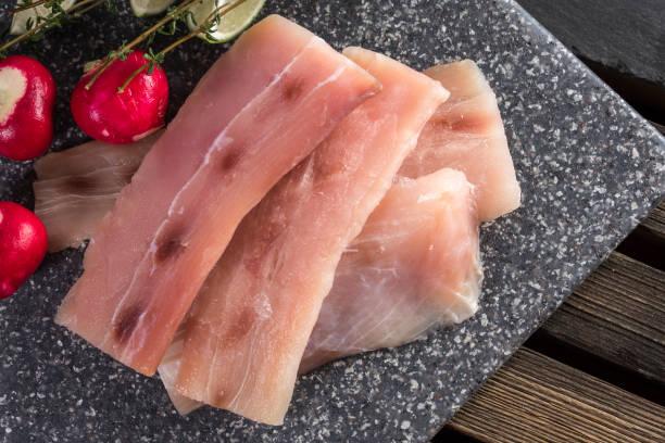 crudo de mahi mahi - pez sierra fotografías e imágenes de stock