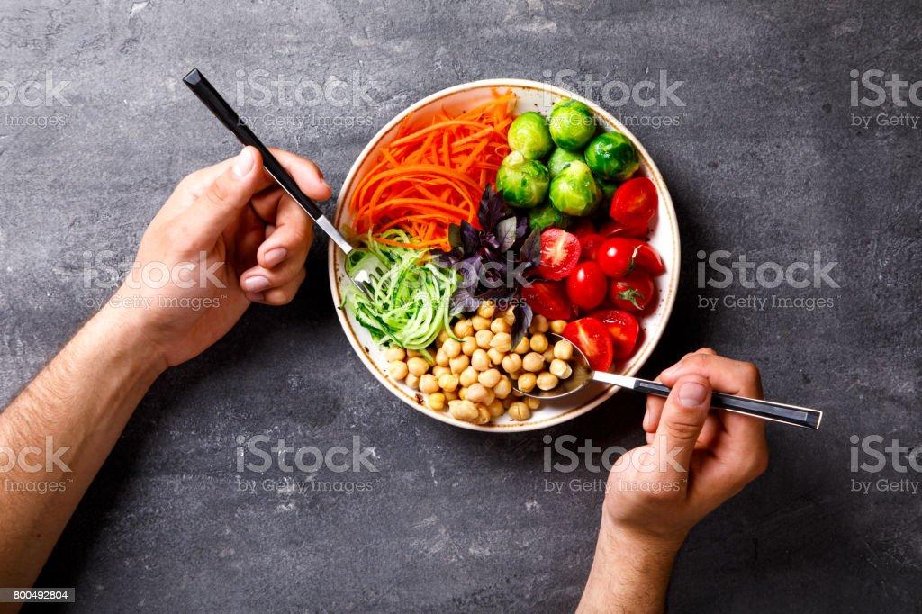 Mélange de légumes crue et les pois chiches. Bol Bouddha végétarien - Photo