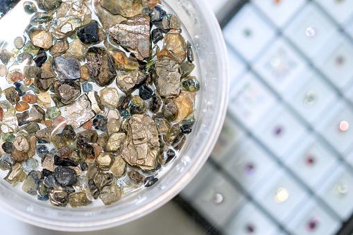 Råa Naturliga Kristaller Äkta Safir Ädelstenar Amethyst Crystal Rå Ädelsten Mineral Regnbåge Perfekt För Att Göra Smycken Och Kristall Healing-foton och fler bilder på Ametist