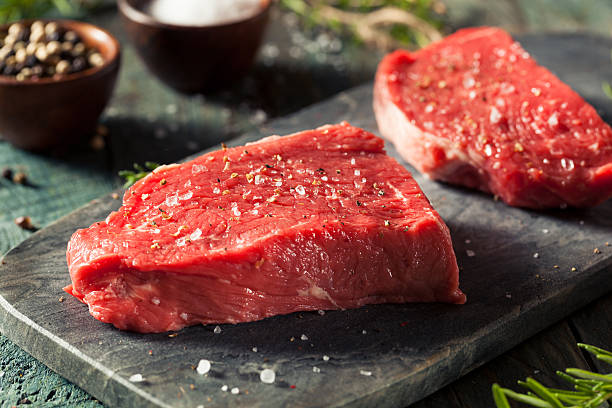 raw organic grass fed sirloin steak - cru - fotografias e filmes do acervo