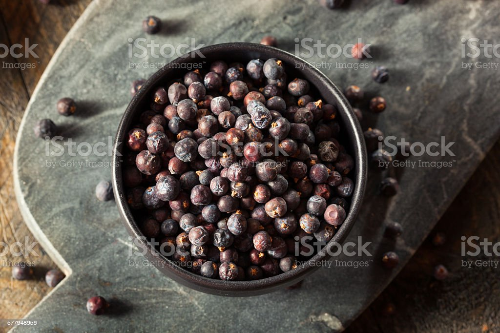 Raw Organic Juniper Berries - foto de stock