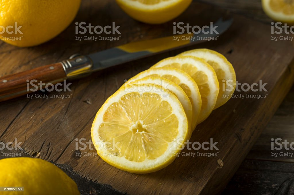 Raw Organic Yellow Lemons photo libre de droits