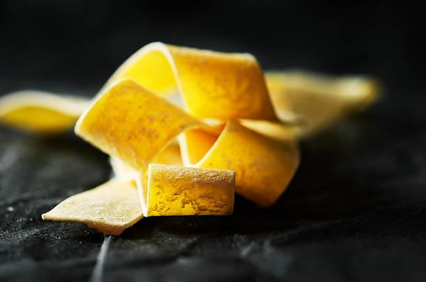 raw pasta on a black background close-up horizontal – Foto