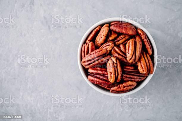 Raw pecan nuts in bowl on gray background picture id1000710008?b=1&k=6&m=1000710008&s=612x612&h=17zoprbjajzmbzmnvhzjbfeq0hqnte2dbuiodocfyxm=