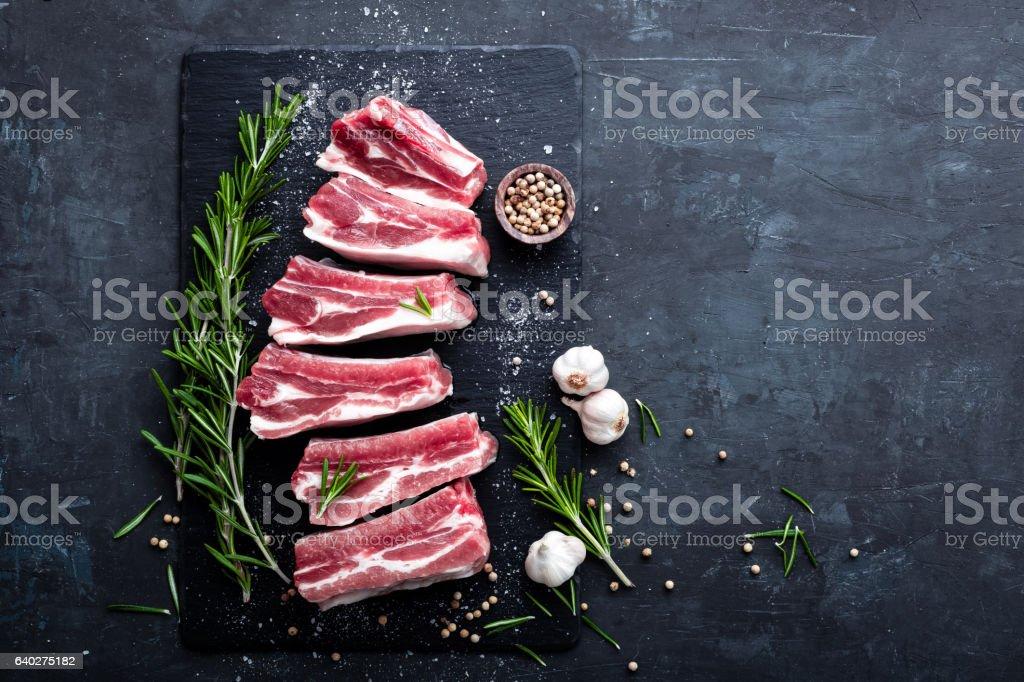 raw Schweinerippchen - Lizenzfrei Dunkel Stock-Foto
