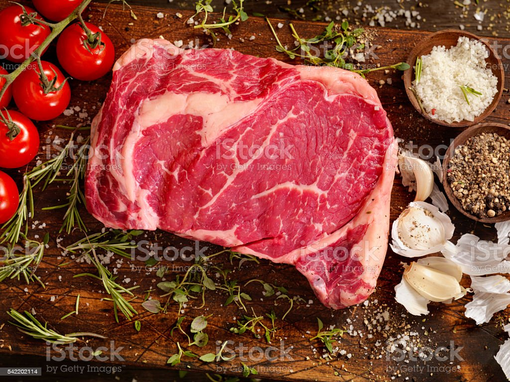 Raw Rib Eye Steak with Fresh Herbs – Foto