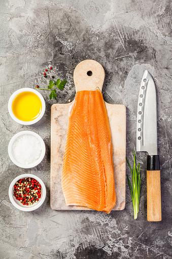 Rauwe Zalm Filet En Ingrediënten Stockfoto en meer beelden van Avondmaaltijd