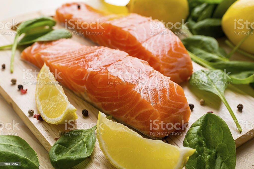 Raw filete de salmón - Foto de stock de Aceite de oliva libre de derechos