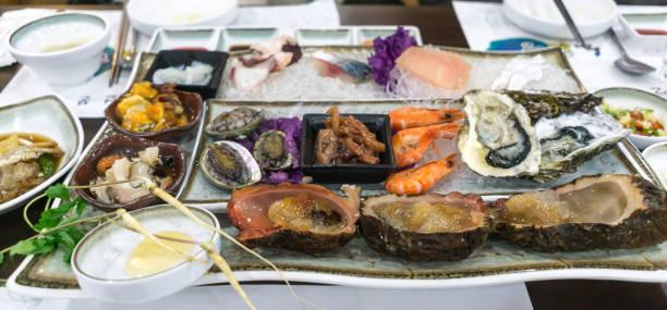 de mariscos crudos - pez sierra fotografías e imágenes de stock