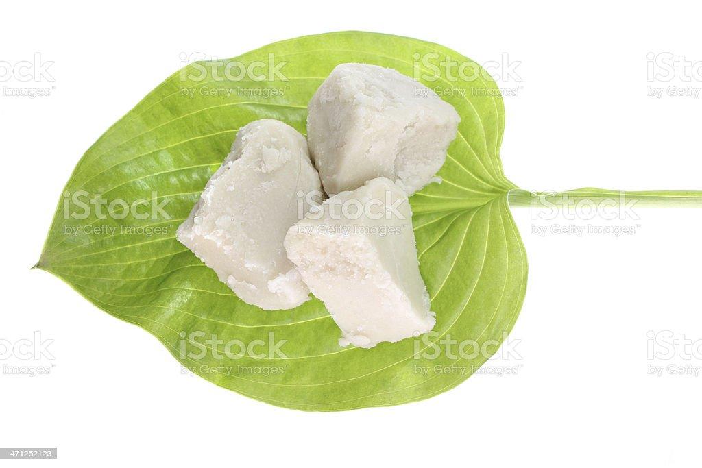 Raw beurre de karité sur Feuille verte - Photo