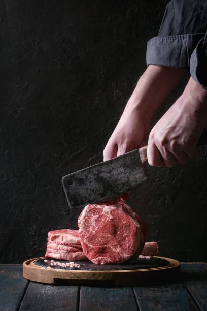 raw tomahawk steak - beef angus imagens e fotografias de stock