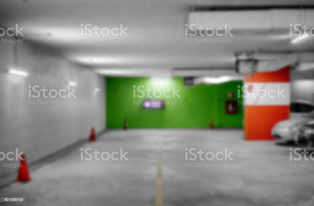 Raw underground car parking garage Lizenzfreies stock-foto
