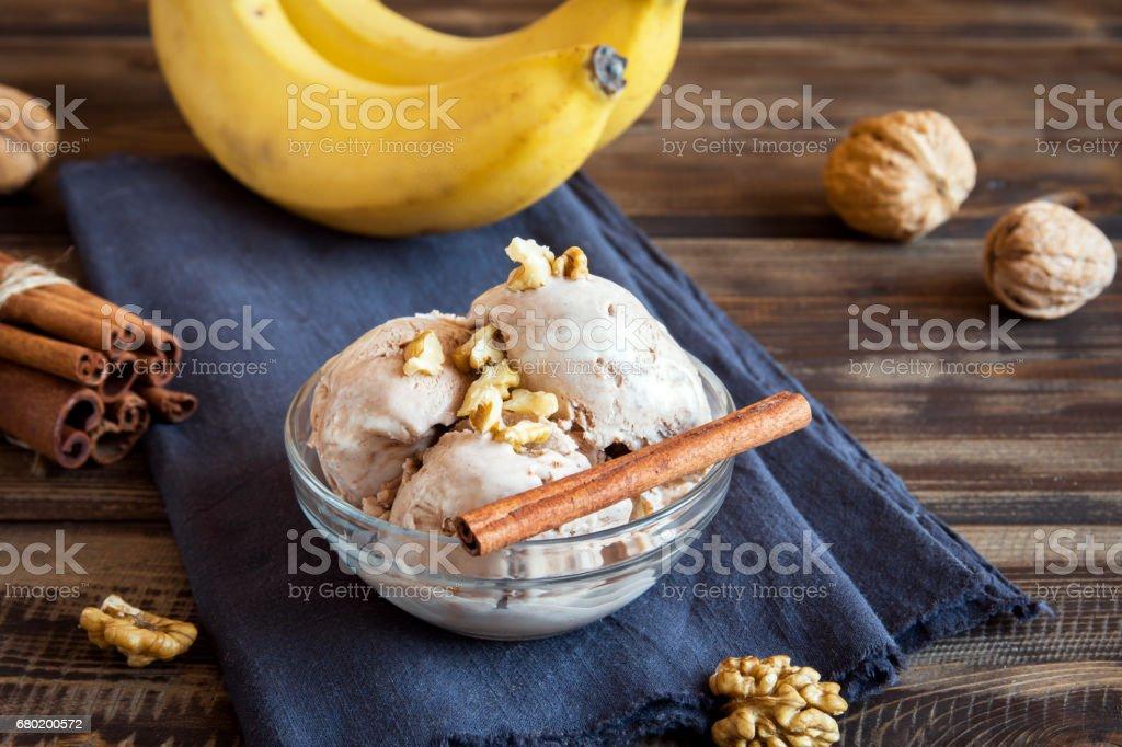 Vegane Banane und Zimt Eis – Foto