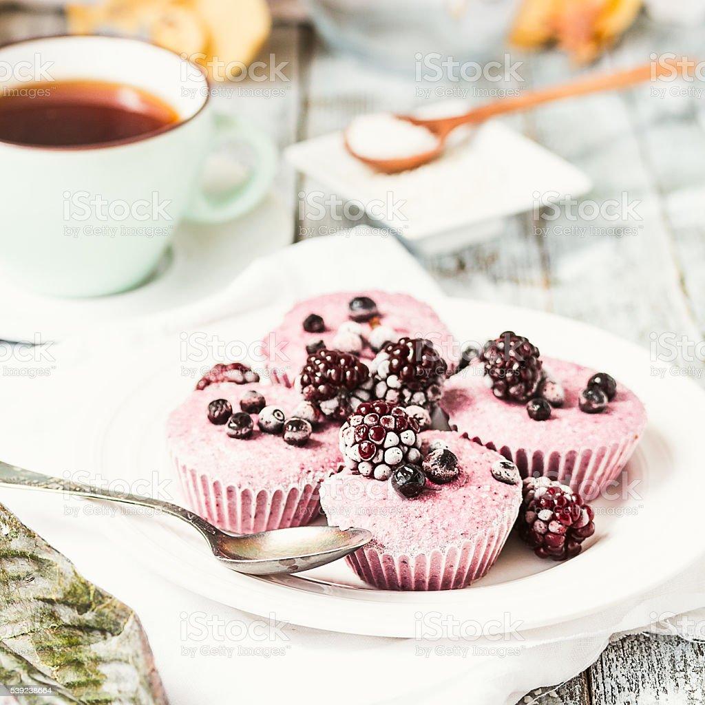 vegan cru cheesecake berry com coco, foco seletivo foto royalty-free