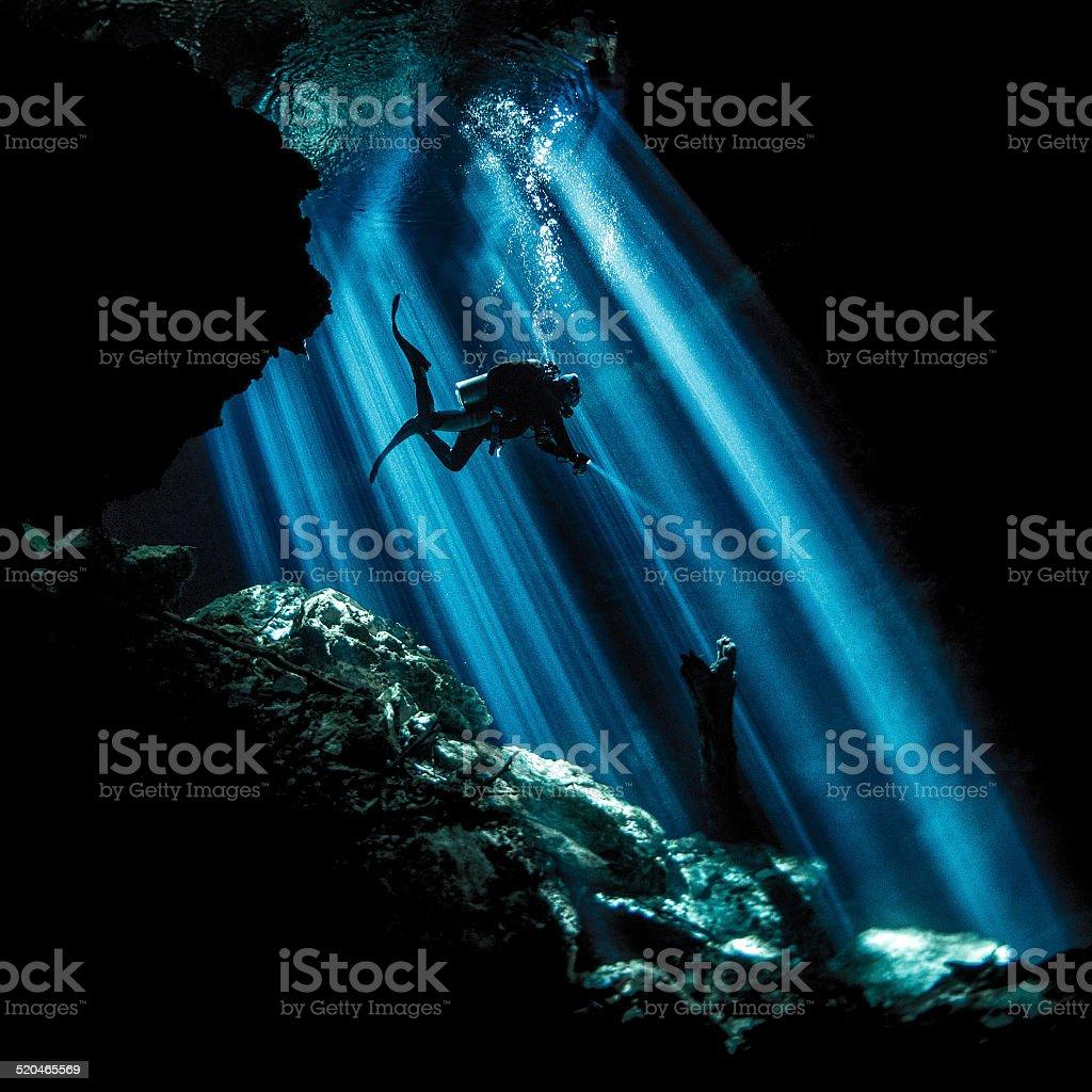 Raios de luz uderwater - foto de acervo
