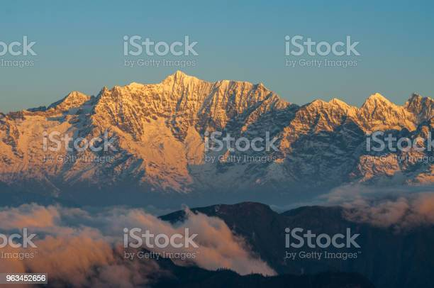 Işınları Günbatımı Güneşli Bir Günde Çin Sichuan Dağlar Başında Stok Fotoğraflar & Akşam karanlığı'nin Daha Fazla Resimleri