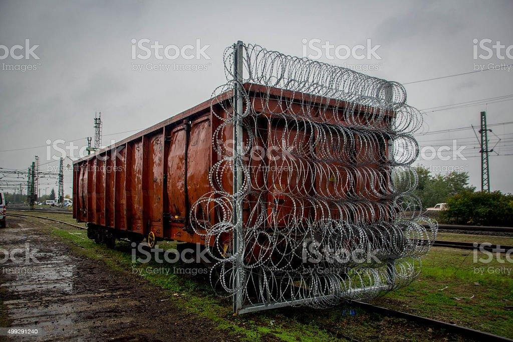 Bandstacheldraht Train-Car-Behälter gegen die Flüchtlinge in Ungarn – Foto