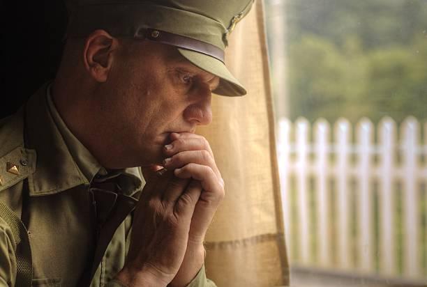 re erlaß von soldaten, die zum krieg - abschiedswünsche stock-fotos und bilder