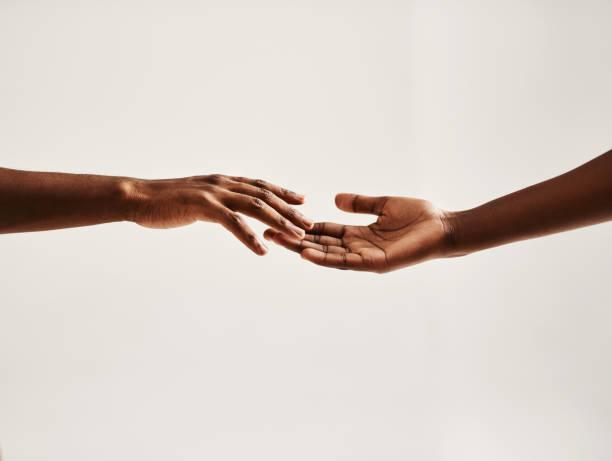 reach out to someone - mano donna dita unite foto e immagini stock