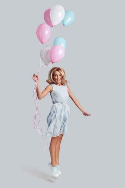 reaching the sky. - mulher balões imagens e fotografias de stock