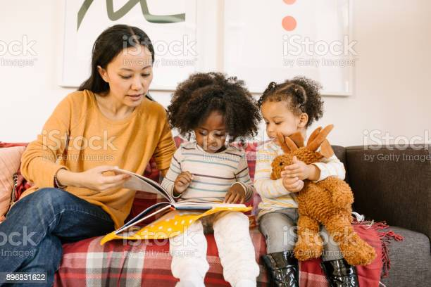 Reading a book for toddlers picture id896831622?b=1&k=6&m=896831622&s=612x612&h=ojrp7d2i5fg8fyxbqpv7zdhf19dwimwrppsmjghhiog=
