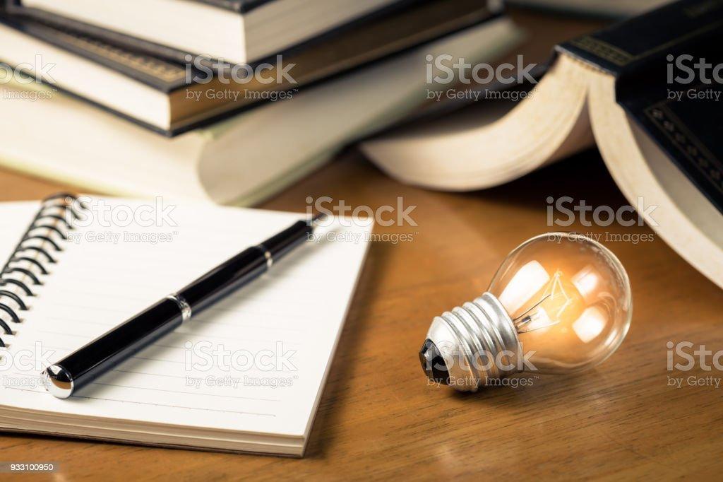 Lesen und Schreiben von Idee – Foto