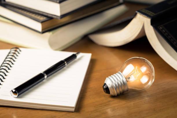 lezen en schrijven van idee - schepping stockfoto's en -beelden