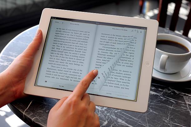 Reading book mit iPad 3 – Foto