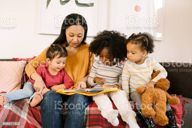 Reading for toddlers picture id896831602?b=1&k=6&m=896831602&s=612x612&h=p30opmoup8wum0gf94dnfv5flzclrecodllowcbhpms=