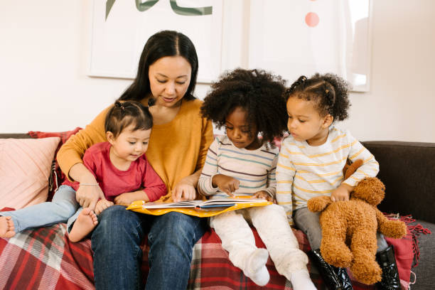 Reading for toddlers picture id896831602?b=1&k=6&m=896831602&s=612x612&w=0&h=qwanfhnu1ez5ecn9gdcnzvxcmbw9xlz8glvaruudjjo=
