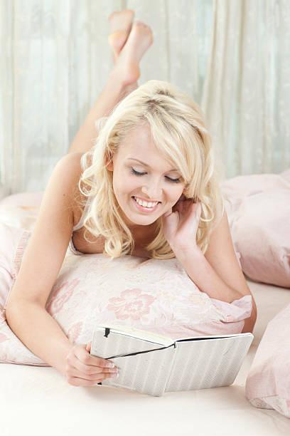 reading her diary - double_p stockfoto's en -beelden