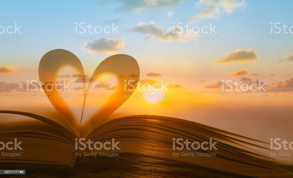 Lesung Religion Liebe Konzept Stockfoto Und Mehr Bilder Von