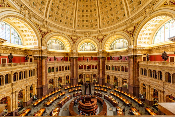 leeszaal interieur van de library of congress, washington dc, usa - nationaal monument beroemde plaats stockfoto's en -beelden