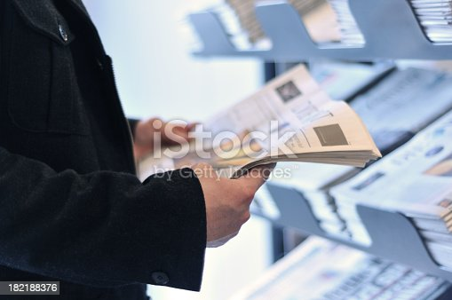 istock Reading the news 182188376