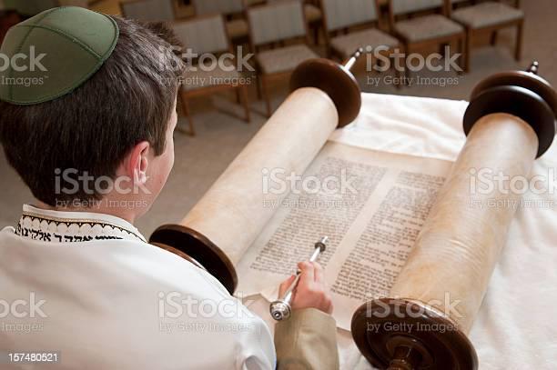 Lesen Der Torah Stockfoto und mehr Bilder von Bar Mizwa
