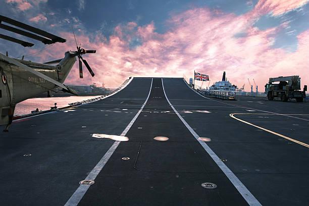 bereit für action hms arc royal flagship der britischen navy - flugzeugträger stock-fotos und bilder