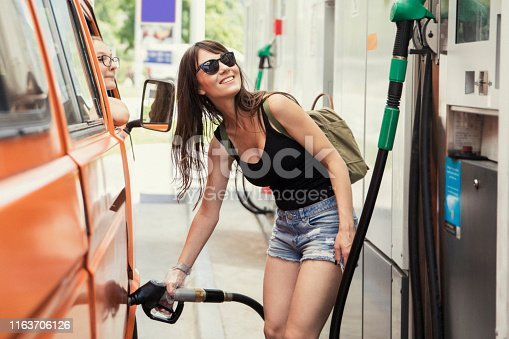 Mom pours fuel and gets on her way with her daughter