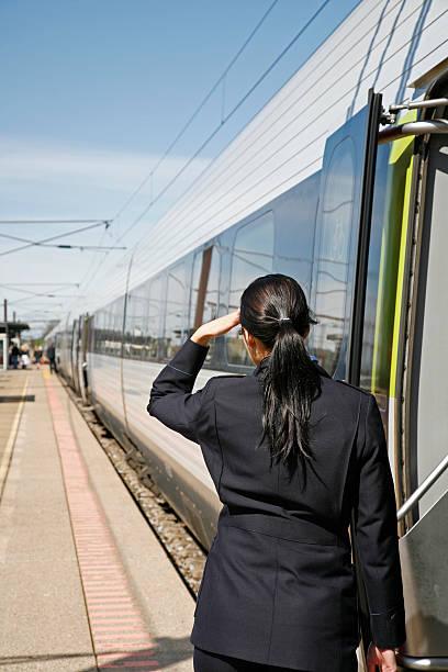 gotowy do wyjazdu - konduktor pociągu zdjęcia i obrazy z banku zdjęć