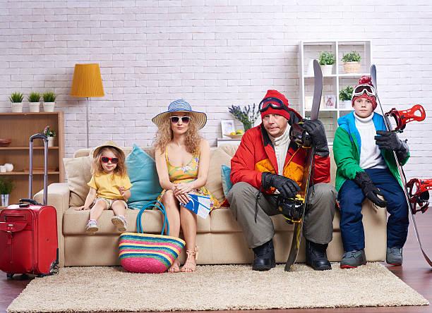 idéal pour des vacances - valise humour photos et images de collection