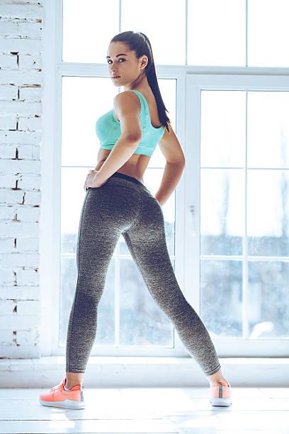 listo para hacer ejercicio. - buenos culos fotografías e imágenes de stock