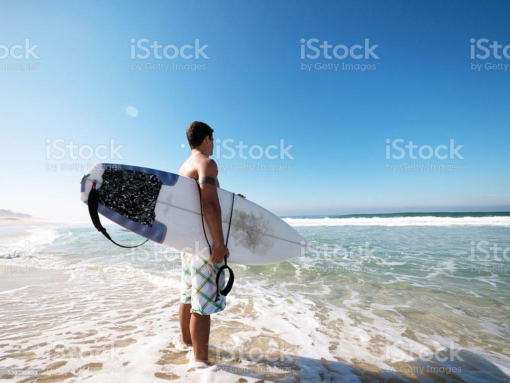 Listo para practicar surf. foto de stock libre de derechos