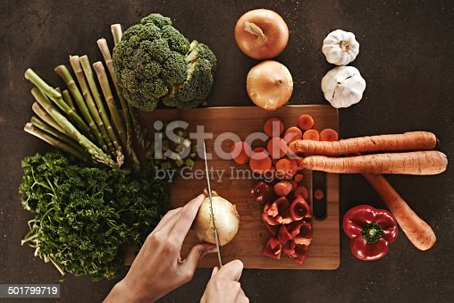 Vegetables on a chopping boardhttp://195.154.178.81/DATA/i_collage/pi/shoots/783513.jpg