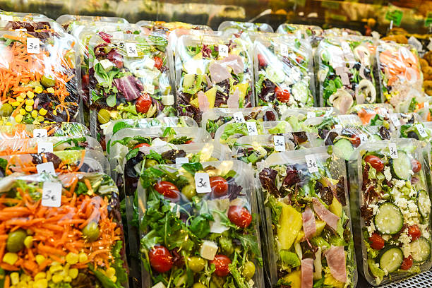 ready to eat healthy salads for  sale - gemaksvoedsel stockfoto's en -beelden