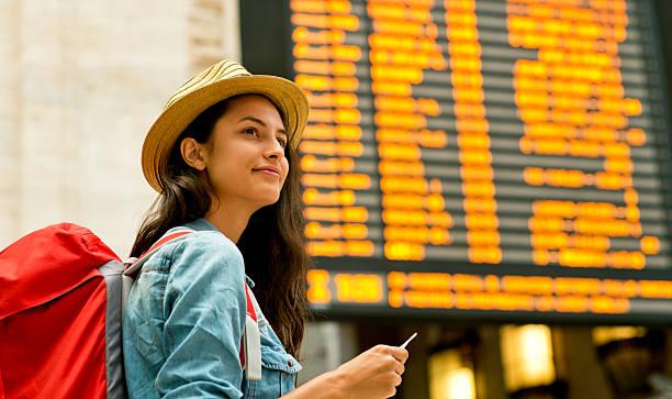 ready to explore a new place. - mochilero fotografías e imágenes de stock