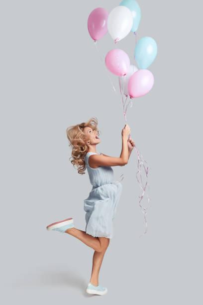 ready to fly high. - mulher balões imagens e fotografias de stock