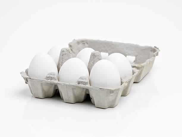 bereit für ein hervorragendes frühstück - eierverpackung stock-fotos und bilder