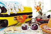 スーツケースにぴったりのバケーション、ホリデーシーズンのコンセプト