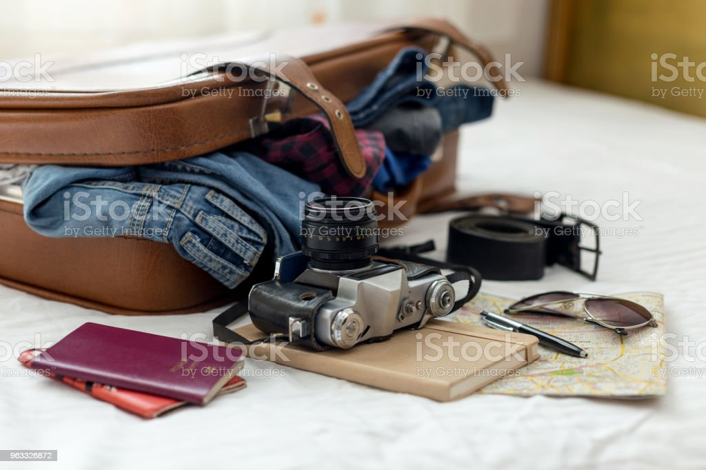 Maleta de vacaciones listo foto de stock libre de derechos