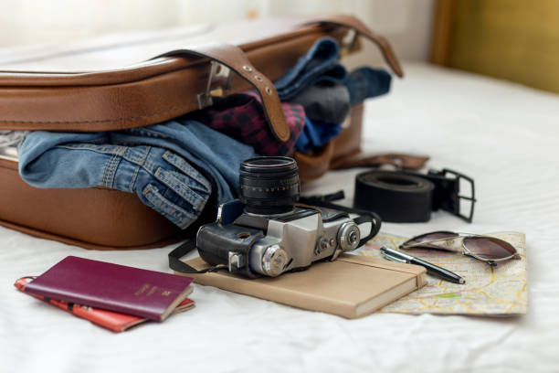 bereit urlaub koffer - gepäck verpackung stock-fotos und bilder