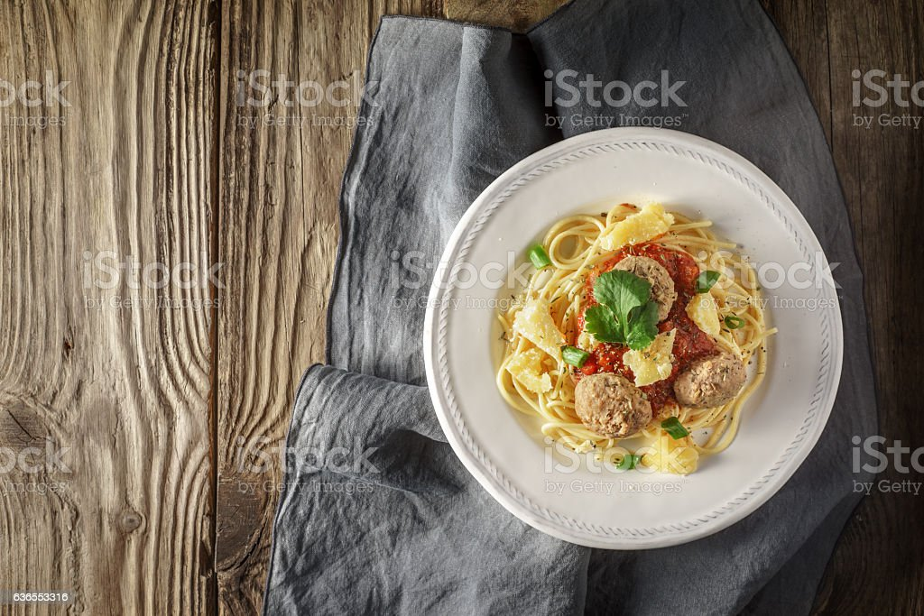 Ready-made spaghetti with meatballs and herb at the board Lizenzfreies stock-foto
